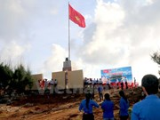 Inauguration d'un mât au drapeau sur l'île de Phu Quy