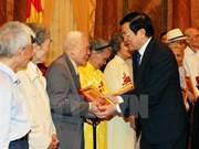 Le chef de l'État reçoit des anciens prisonniers révolutionnaires