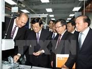 Le chef de l'État visite l'Université Vietnam-Allemagne à Binh Duong
