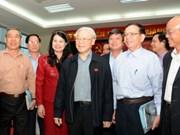 Le secrétaire général Nguyen Phu Trong rencontre des électeurs de Hanoi