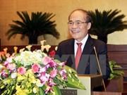 Le président Nguyen Sinh Hung part pour la Chine