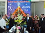 Les dirigeants du Parti et de l'Etat présentent leurs voeux de Noël aux chrétiens