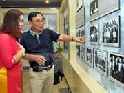 """Vernissage de l'exposition """"Suivre à vie le Parti"""" à Hanoi"""