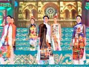 Ruée d'artistes à la fête de l'ao dai au Temple de la Littérature à Hanoi