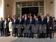 Le secrétaire du Comité municipal du Parti rencontre les consuls généraux étrangers à HCM-Ville
