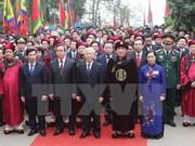 Nguyen Phu Trong offre de l'encens aux rois fondateurs Hung