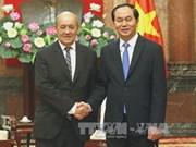 Le chef de l'Etat reçoit les ministres français et indien de la Défense