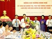 Le vice-PM Vuong Dinh Hue travaille avec l'Assurance sociale du Vietnam