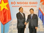 Entretien entre les ministres des Affaires étrangères Vietnam-Cambodge
