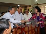 La présidente de l'Assemblée nationale rencontre des électeurs à Can Tho