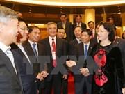 La présidente de l'AN Nguyen Thi Kim Ngan reçoit des diplomates en mission à l'étranger