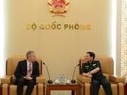 Le ministre de la Défense reçoit l'ambassadeur américain