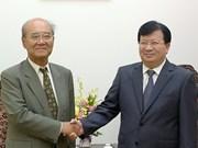 Trinh Dinh Dung reçoit l'ancien DG de l'UNESCO