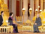 La présidente de l'AN vietnamienne rencontre le roi du Cambodge