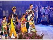 L'ao dài fait son festival dans l'ancienne cité royale de Thang Long