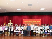 Le gouvernement accorde des bourses d'étude aux enfants de la diaspora établie au Laos