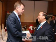Nguyen Xuan Phuc reçoit les dirigeants de la BAD et de la revue The Economist