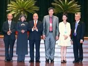 Le PM Nguyên Xuân Phuc exhorte à valoriser les forces des Viêt kiêu