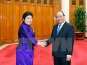 Nguyen Xuan Phuc reçoit la ministre du bureau du Premier ministre laotien
