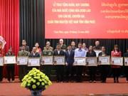 Le Laos honore des volontaires et experts de Vinh Phuc
