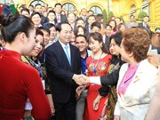 Le président Tran Dai Quang honore 115 hommes d'affaires exemplaires