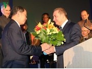 Remise de l'Insigne de la ville française de Choisy-le-Roi à l'ambassadeur vietnamien