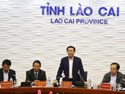 Le vice-Premier ministre Vuong Dinh Hue rencontre les autorités de Lao Cai