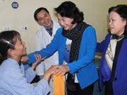 Nguyen Thi Kim Ngan visite l'hôpital national de cancérologie