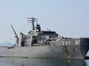 Un navire de la Marine singapourienne dans le port de Cam Ranh