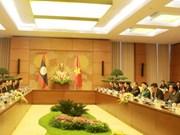 Entretien entre les deux présidentes de l'AN du Vietnam et du Laos