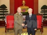 Des dirigeants reçoivent le ministre cubain des Forces armées