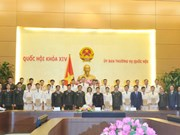 La présidente de l'AN Nguyen Thị Kim Ngân reçoit des jeunes policiers exemplaires