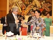 Le président du Conseil des États de la Confédération suisse termine sa visite au Vietnam