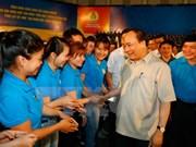 Dialogue entre le Premier ministre et des ouvriers du Centre