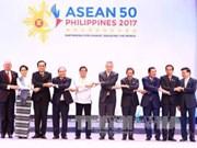 Le PM Nguyen Xuan Phuc participe au 30e Sommet de l'ASEAN aux Philippines