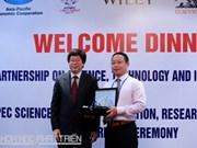 Un docteur chinois reçoit le Prix scientifique de l'APEC