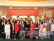 Dang Thi Ngoc Thinh rencontre des étudiants vietnamiens à Fukuoka