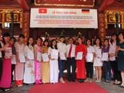 Remise de bourses d'études allemandes à des étudiants vietnamiens
