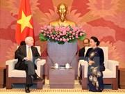 La présidente de l'AN Nguyên Thi Kim Ngân reçoit le sénateur américain John McCain