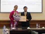 L'insigne «Pour l'œuvre de la justice» décerné à la directrice du PNUD au Vietnam