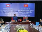La présidente de l'AN du Laos rencontre des étudiants laotiens à Son La