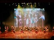La troupe artistique nationale du Laos se produit à Thanh Hoa