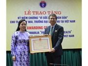 Insigne «Pour la santé du peuple» pour le docteur Lokky Wai