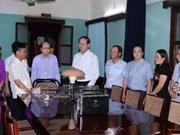 Le chef de l'État rend hommage au Président Hô Chi Minh