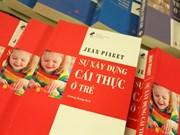 Livre : La construction du réel chez l'enfant de Jean Piaget en vietnamien