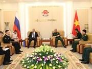 Le vice-ministre de la Défense Nguyen Chi Vinh reçoit des responsables étrangers