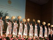 """Quand l'""""ao dài"""" est présenté au siège de l'ONU à Genève"""