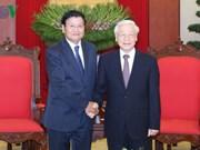 Le secrétaire général Nguyen Phu Trong reçoit le Premier ministre laotien