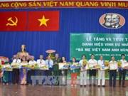 """Remise du titre de """"Mère héroïne du Vietnam"""" à des femmes méritantes à HCM-Ville"""