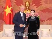 Des dirigeants vietnamiens reçoivent le président du groupe d'audit mondial Deloitte